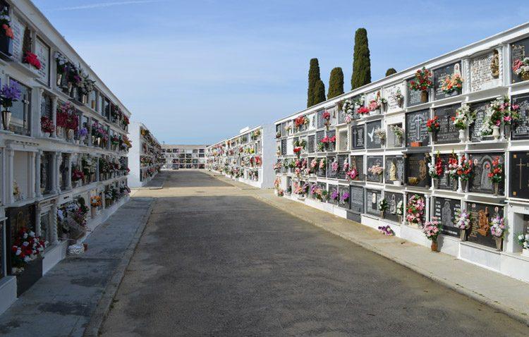 El acceso al cementerio de Utrera se reduce a grupos de cuatro personas y un máximo de 30 minutos