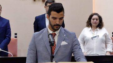 Enrique Carreño jura su cargo como concejal tras su ausencia en la constitución de la corporación municipal