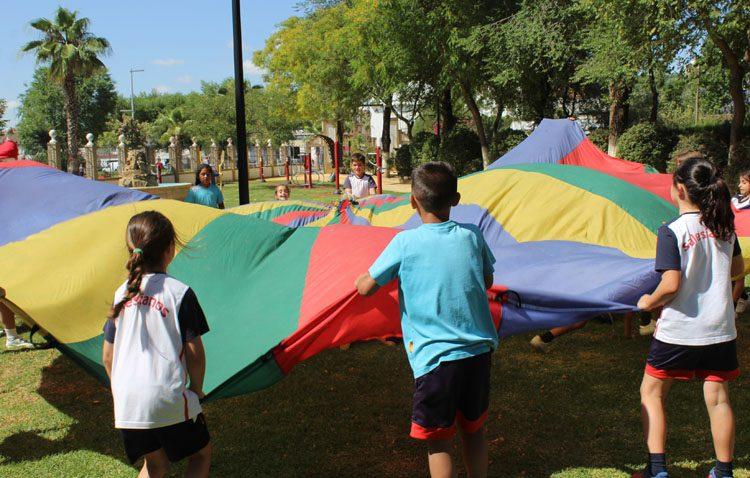 Los escolares de Utrera aprenden a respetar el medio ambiente con la «Fiesta del reciclaje» (IMÁGENES, VÍDEO Y AUDIO)