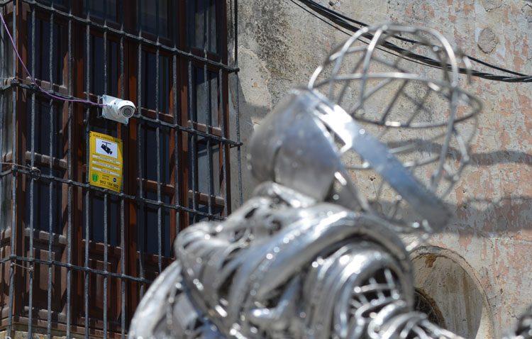 Dos cámaras de videovigilancia ya controlan la seguridad del monumento del Abate Marchena