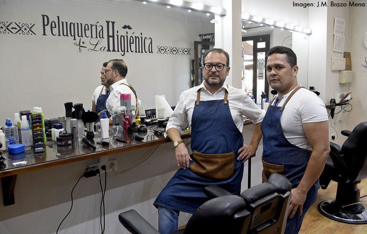 «La Higiénica», la centenaria barbería utrerana que difunde su trabajo por Instagram