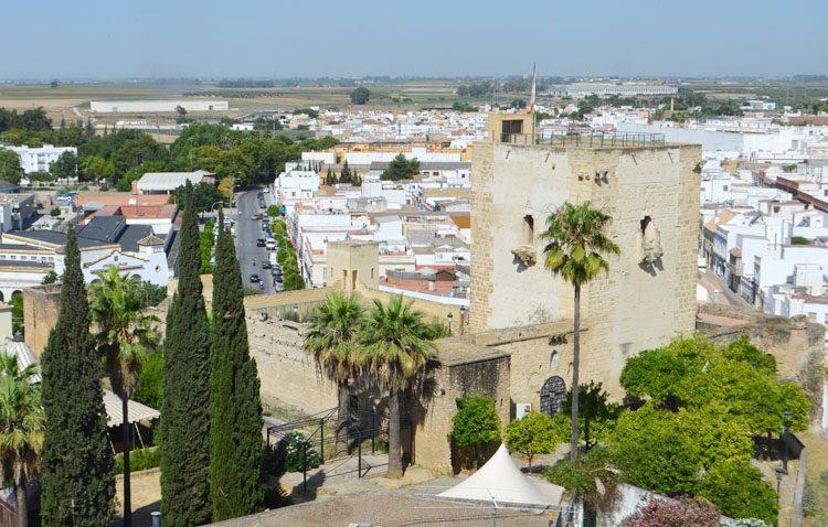 Un paso administrativo crucial para recuperar los espacios públicos ocupados por viviendas en el entorno del castillo de Utrera