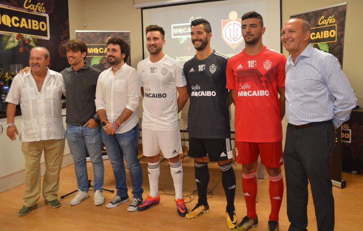 El Club Deportivo Utrera presenta sus nuevas camisetas, con Cafés Macaibo como principal patrocinador