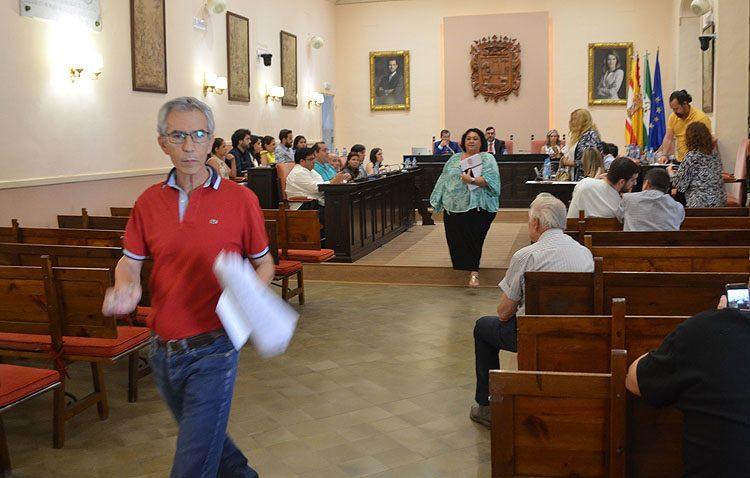 Juntos por Utrera abandona el pleno tras un rifirrafe con el alcalde por el turno de palabra