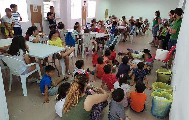La asociación «Mujeres de Santiago» solicita ayuda a los utreranos para ayudar a los menores en riesgo de exclusión