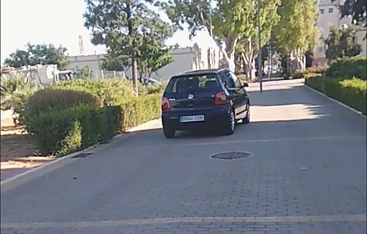 Multado con 200 euros tras circular con su coche por el paseo peatonal de la Cuesta del Merendero