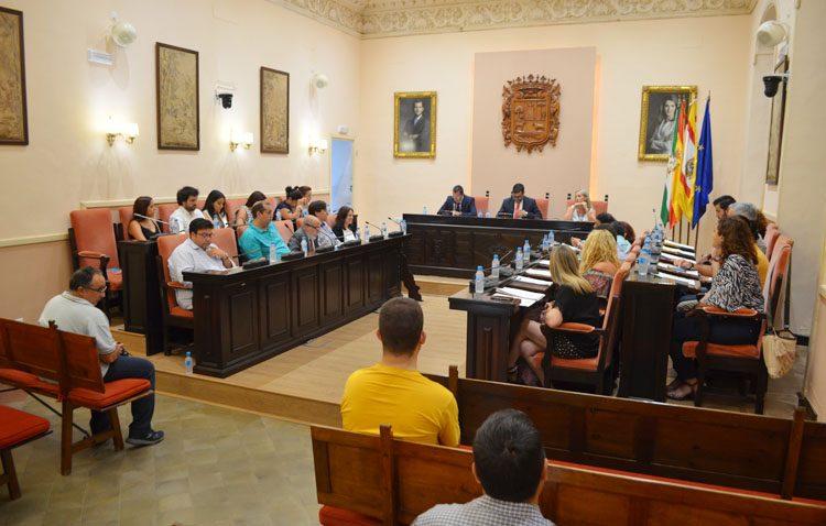 El Ayuntamiento de Utrera aprueba los sueldos de los concejales con la abstención de Ciudadanos y el voto en contra de (JxU)
