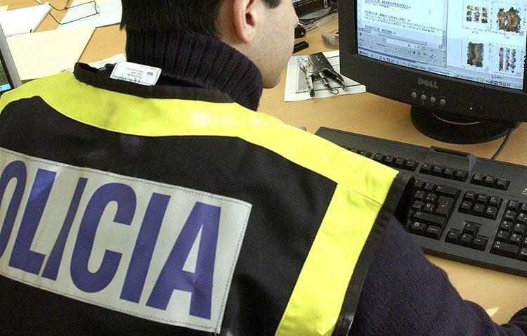 Tres detenidos en Utrera por estafar a 50 personas por internet