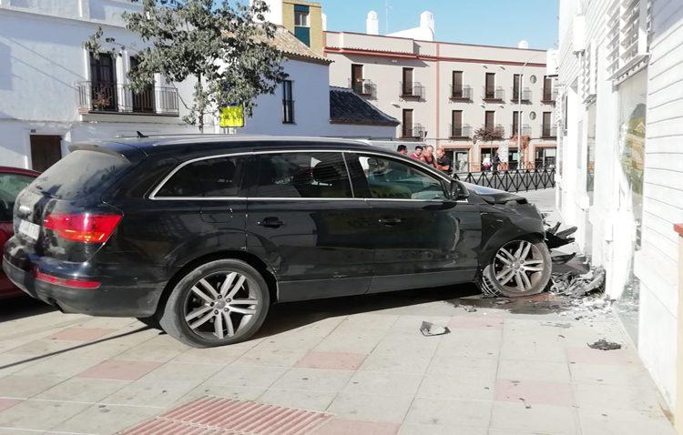 Empotra su vehículo contra una fachada en la Vereda y se da a la fuga descalzo