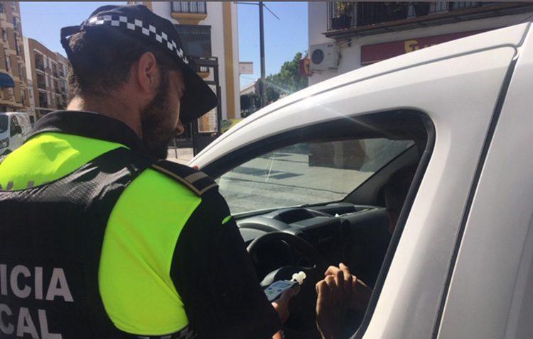 La policía local de Utrera y la guardia civil de tráfico continúan con la campaña de controles preventivos de alcohol y drogas