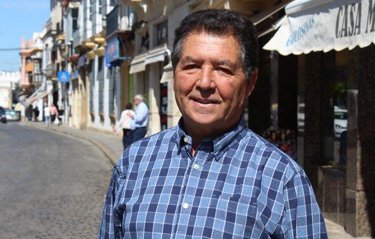 José Manuel Brazo Mena, un apasionado del periodismo que ha ejercido la docencia en Utrera a lo largo de tres décadas