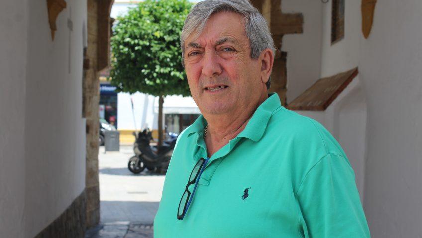 El utrerano Juan Aranda Lara, varias décadas de trabajo al frente del conocido negocio «Congelados Arle»