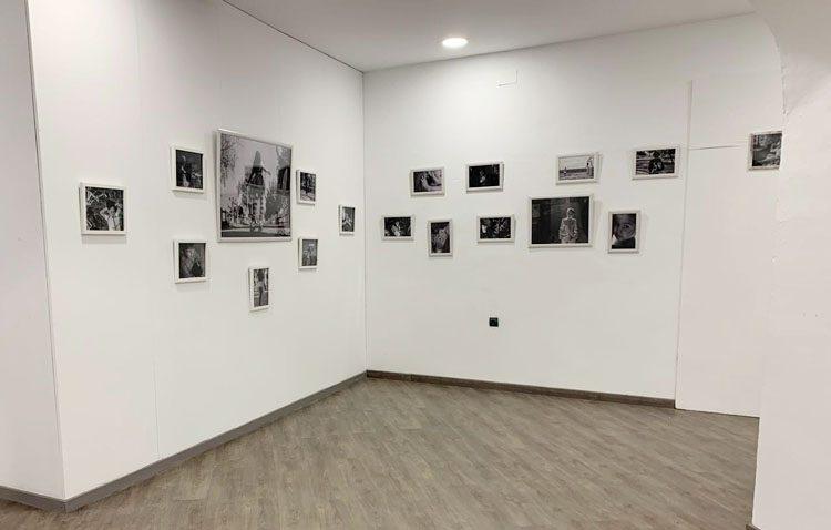 Continúa abierta en el castillo de Utrera la exposición sobre fotografía infantil en blanco y negro
