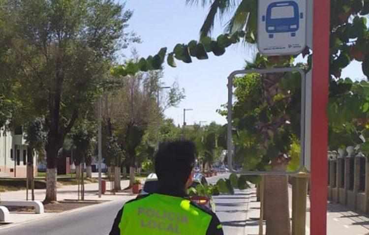 El Ayuntamiento incrementará la vigilancia para evitar el vandalismo contra la señalética de las paradas del autobús urbano