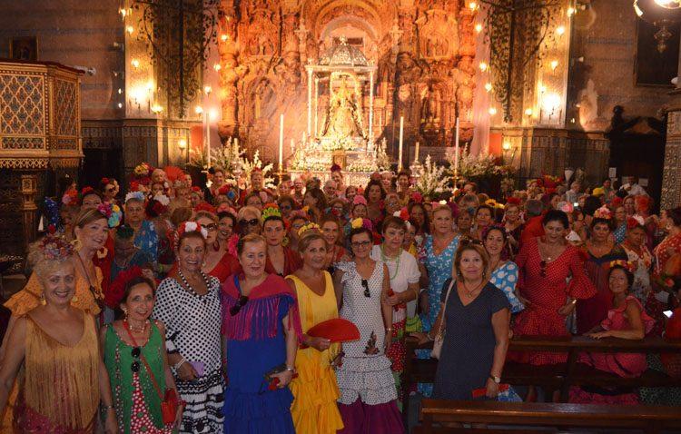 Más de dos centenares de mujeres ataviadas de flamenca disfrutan de la feria gracias a «Amigas del Casino»