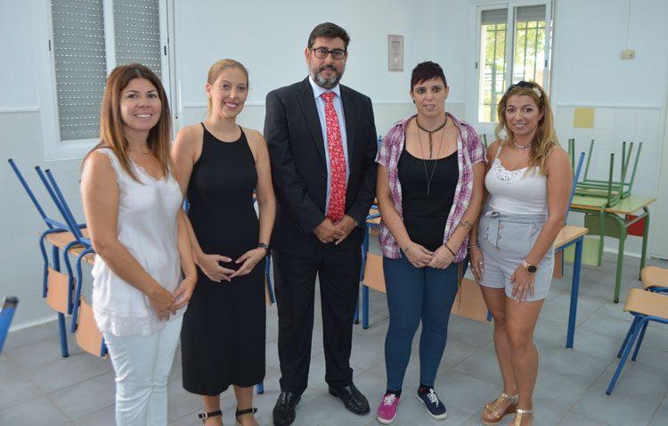El alcalde destaca el «espectacular resultado» del cambio de ventanas e iluminación promovido por el Ayuntamiento en los colegios de Utrera