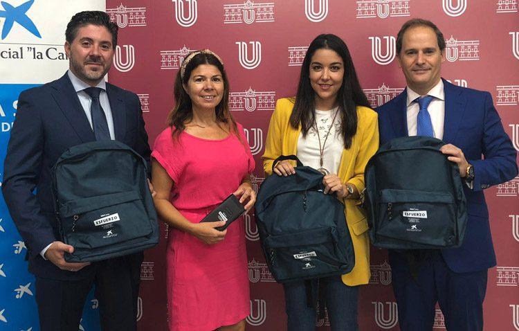 Más de 500 lotes de material escolar para familias en riesgo de exclusión social de Utrera