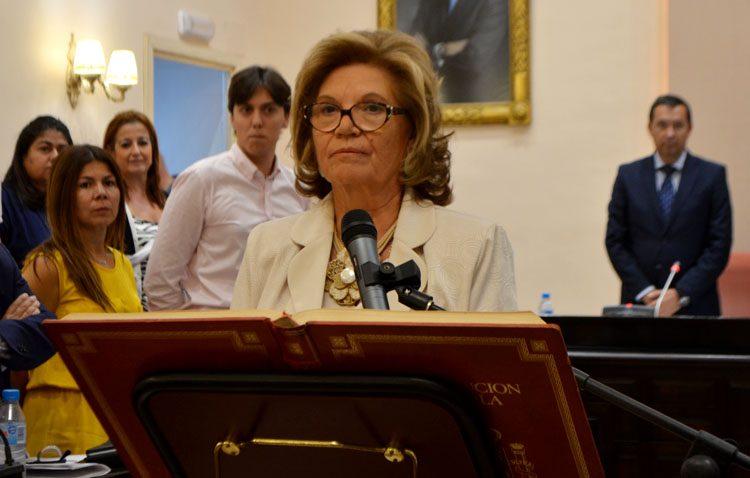 Montserrat Reixach toma posesión como concejala de Juntos por Utrera