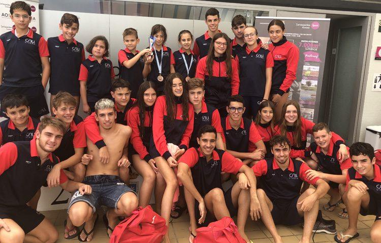 El Club Natación Utrera logra 69 medallas en el XIII trofeo Ciudad de Carmona