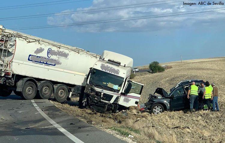 Un muerto y un herido leve tras chocar un todoterreno y un camión en el termino municipal de Utrera