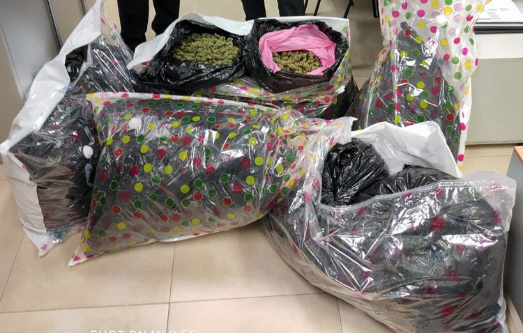 A prisión dos personas de El Palmar de Troya con más de 43 kilos de marihuana en el coche