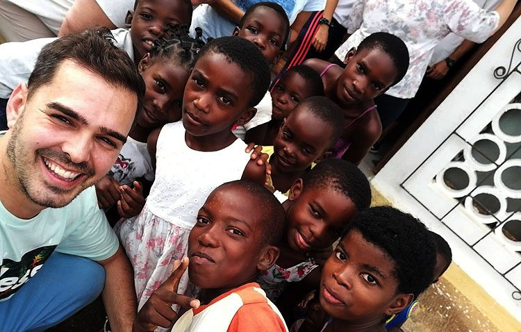 El duro trabajo misionero de un utrerano en Guinea Ecuatorial