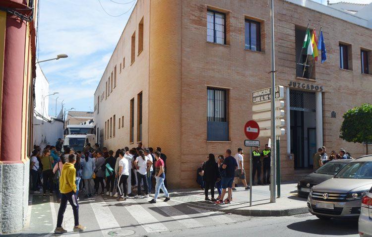 La fiscalía muestra su «indignación» por la libertad de los 22 detenidos en la operación antidroga de El Palmar de Troya