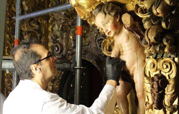 La restauración del retablo de Consolación, desde dentro