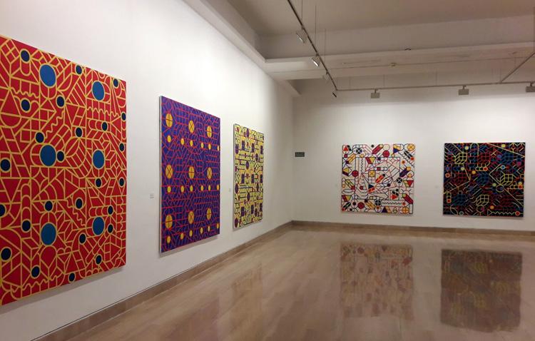 La exposición «La palabra, la pintura, el silencio» hace parada en la Casa de la Cultura de Utrera