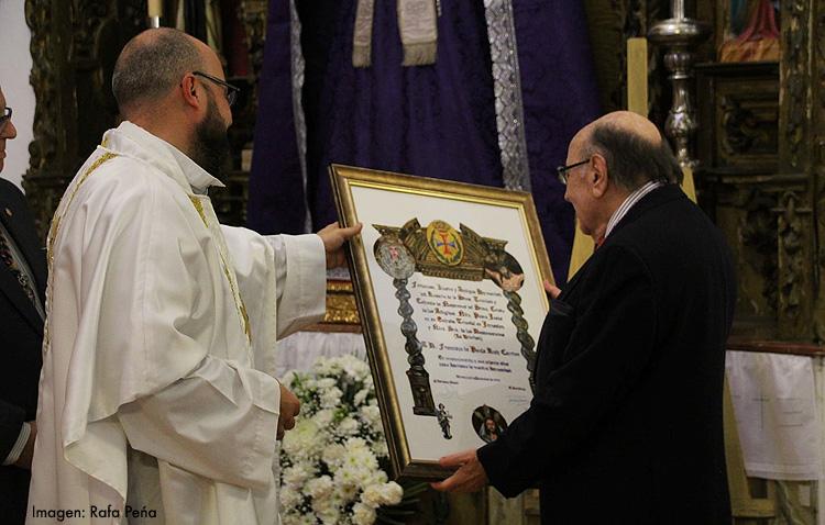 Un reconocimiento a toda una vida dedicada a la hermandad de la Trinidad