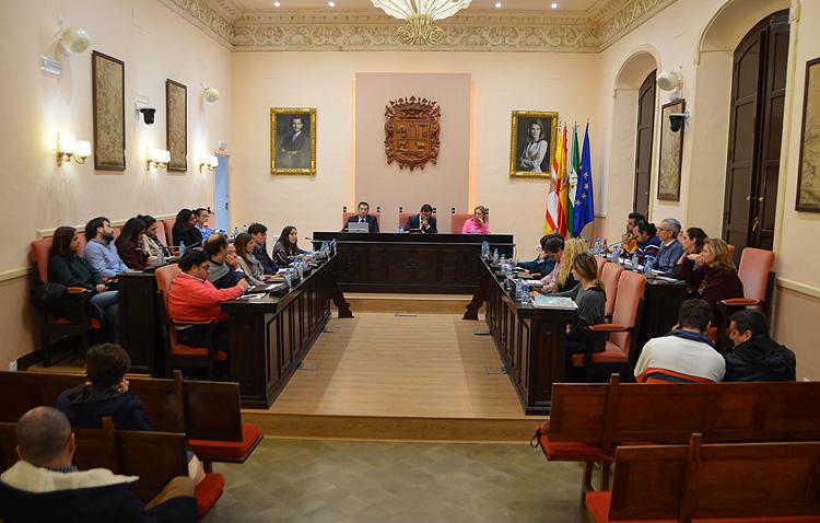 El debate sobre el estado de la ciudad pone de manifiesto un año más las dos visiones enfrentadas sobre Utrera