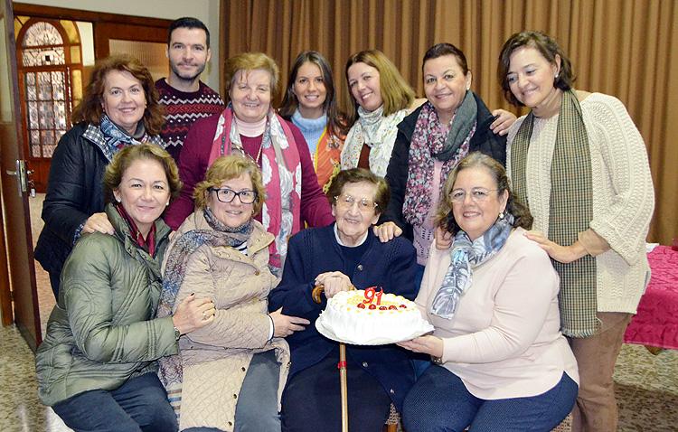 Un cumpleaños muy especial en la Sagrada Familia para Madre María del Carmen
