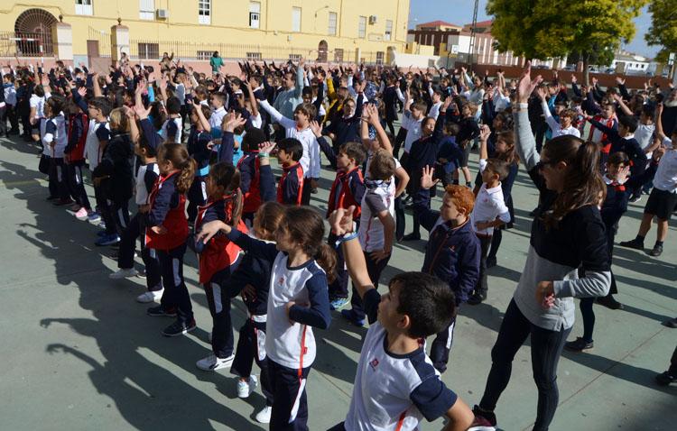 Un «flashmob» para llevar el flamenco a las aulas en Utrera (VÍDEO)