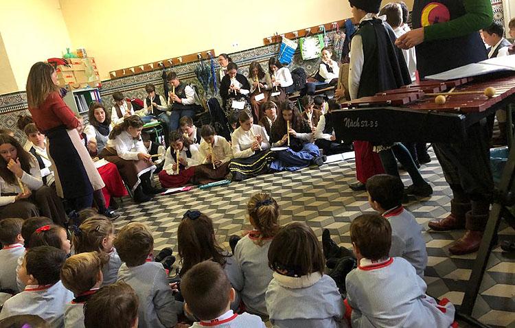 Una original forma de acercar la música a los escolares en los Salesianos de Utrera