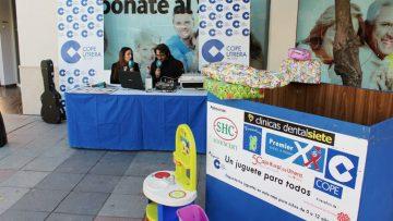 COPE Utrera lleva la campaña «Un juguete para todos» a la calle Ancha con un programa especial