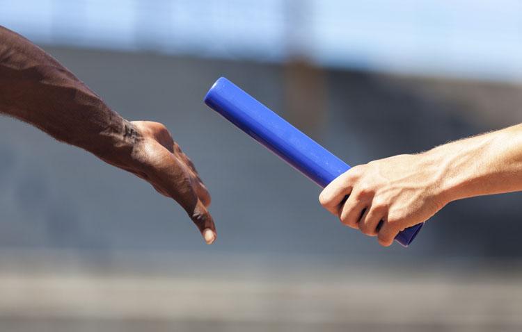 El atletismo se adueña del paseo de Consolación con una mañana de sábado repleta de carreras de relevos