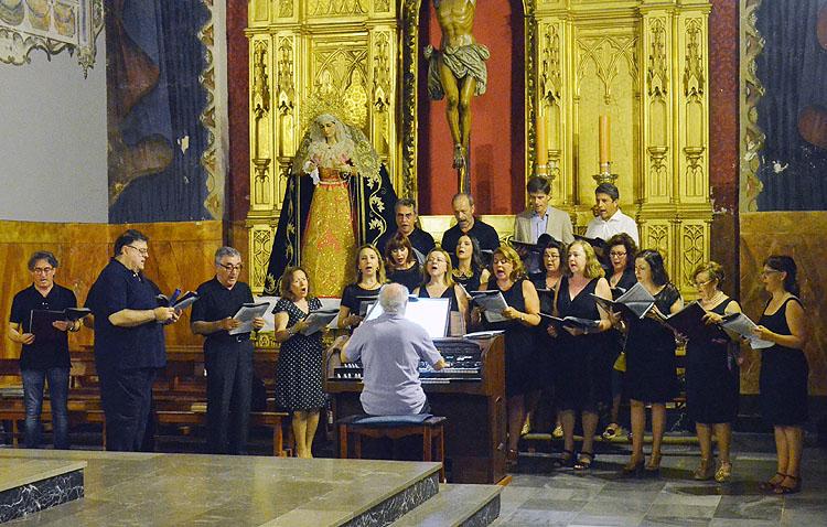 El coro Auxilium organiza un año más su tradicional concierto navideño