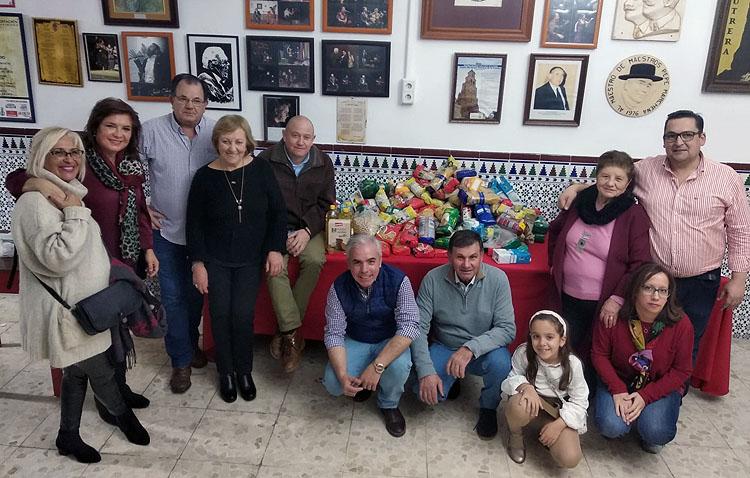 Solidaridad y flamenco se dan la mano en la zambomba de la peña «Curro de Utrera»
