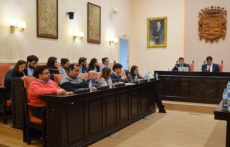 Utrera insta a la Junta a cubrir la vacante de pediatría en el centro Utrera Sur y los valoradores para la ley de la dependencia