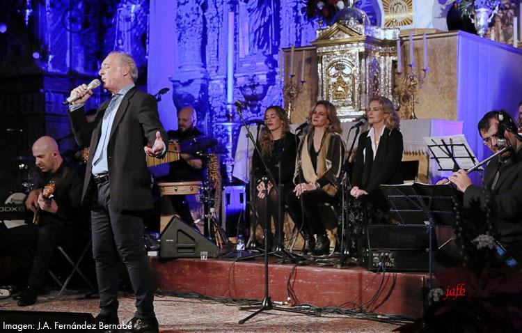José Manuel Soto se arropa de amigos para cantar a la Navidad en Consolación (IMÁGENES)