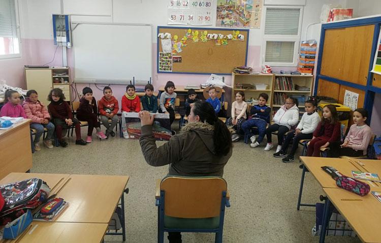 Una apuesta en el colegio Coca de la Piñera por la lectura en familia
