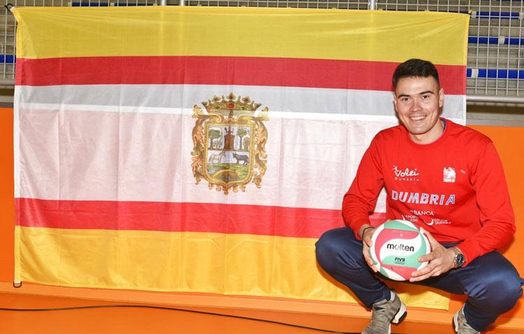 El utrerano Daniel Muñoz, en las semifinales de la Copa Príncipe de voleibol