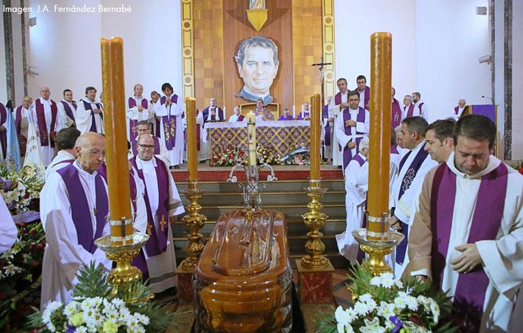 Una multitudinaria despedida en Utrera a «un excelente sacerdote y un ejemplar salesiano» (VÍDEO)