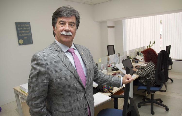 El psicólogo Javier Urra visita Utrera para ofrecer una conferencia en los Salesianos