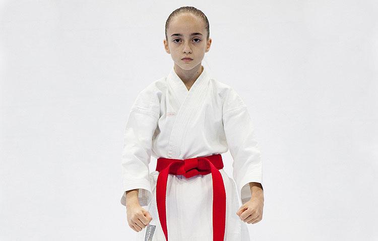 La joven karateka Lola Matos visita «La punta del iceberg», en COPE Utrera (98.1 FM)