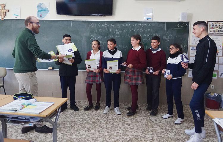 El colegio Sagrada Familia de Utrera celebra con diversas actividades el «mes janeriano»