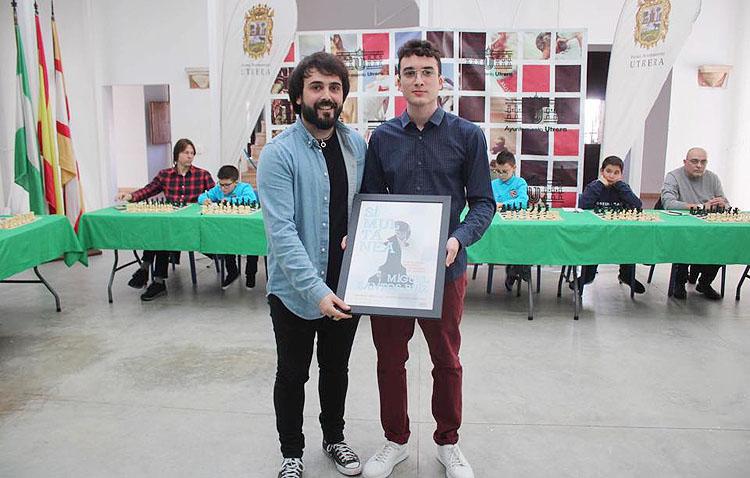El ajedrecista Miguel Santos recibe en Utrera un homenaje a su brillante carrera