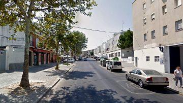 Condenado a casi tres años de cárcel tras robar un coche con las llaves puestas en Utrera y huir con los dueños agarrados al capó