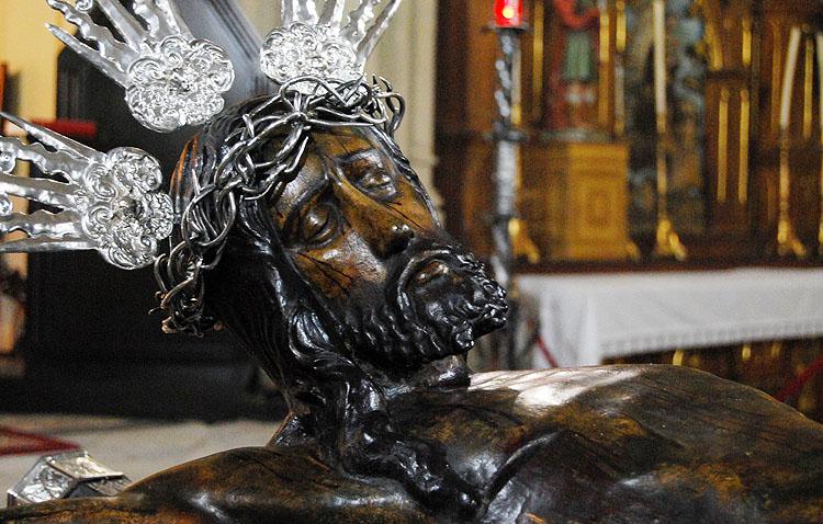 La hermandad del Silencio celebra el vía crucis y los cultos anuales en honor al patrono de Utrera