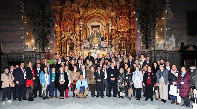 Brillante cierre a las bodas de plata de la hermandad de Fátima con el encuentro regional de hermandades del Rosario celebrado en Utrera